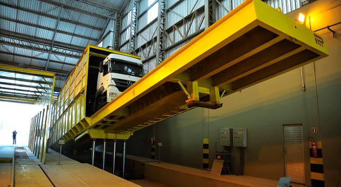 Novos tombadores vão ampliar capacidade de descarga no silo público do Porto de Paranaguá