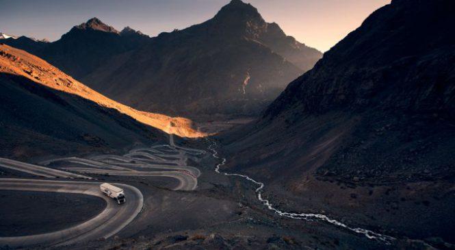 Transportadora supera os desafios da rota Cuesta Caracoles com caminhões Volvo