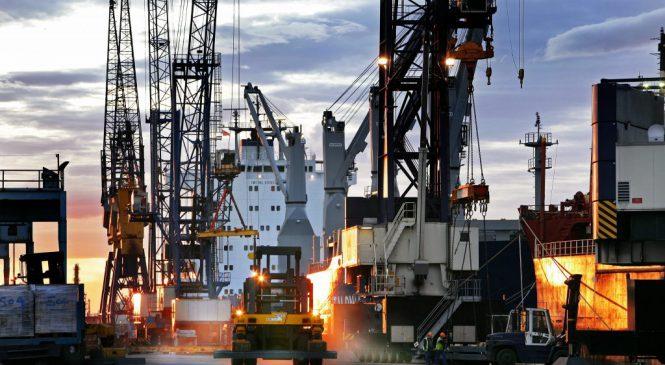 Exportações de caminhões crescem 47% no ano