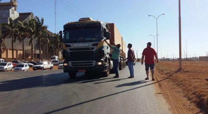 Caminhoneiros mantêm bloqueios em MT e pedem adesão popular; Justiça impede ato em Rondonópolis