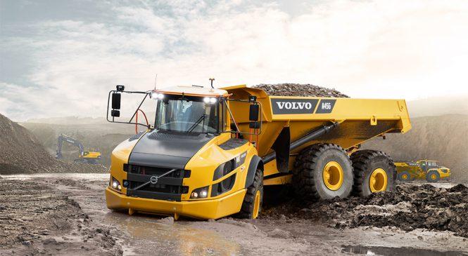 Volvo comemora produção do caminhão articulado número 75 mil