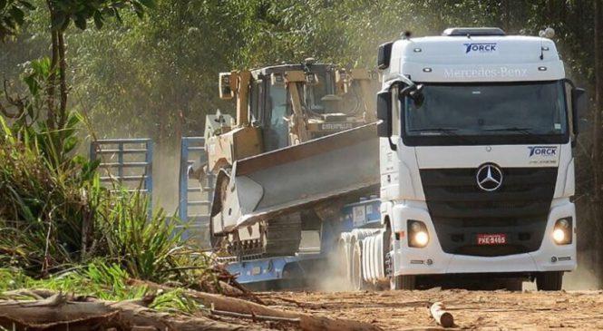 Motoristas reconhecem a força e o conforto do Actros no transporte de máquinas pesadas
