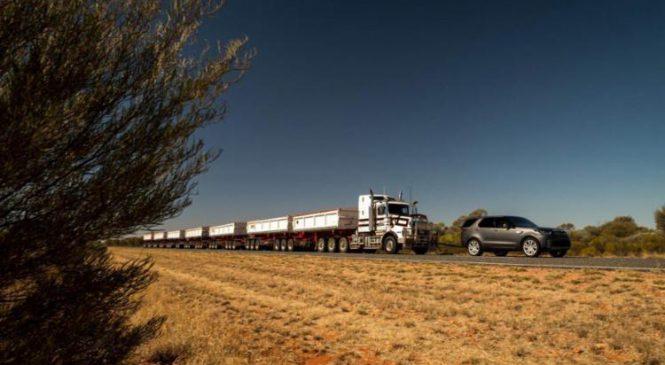 Land Rover Discovery reboca um caminhão rodotrem de 110 toneladas na Austrália