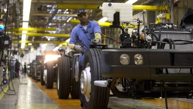Fábrica de caminhões abre 300 vagas de emprego no Rio