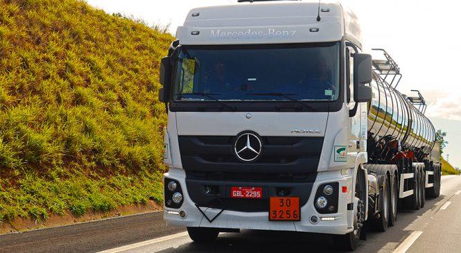 Mercedes-Benz lidera as vendas de caminhões extrapesados no Brasil em agosto