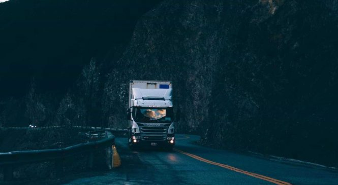 App permite que caminhoneiros chamem guincho e chaveiro