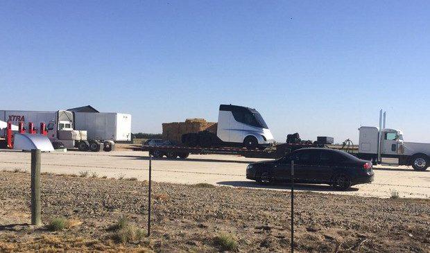 Caminhão elétrico da Tesla aparece pela primeira vez em flagra