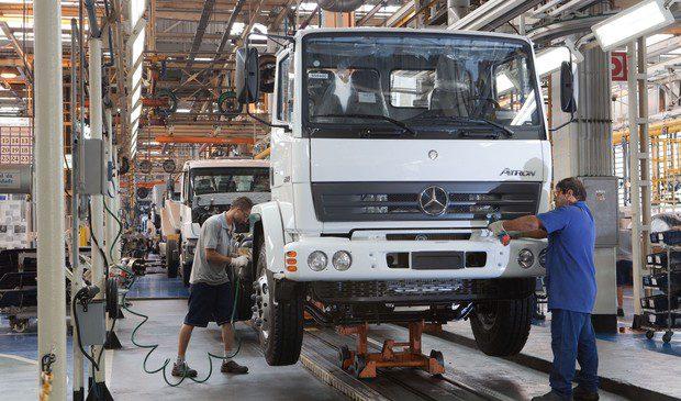 Como a Microsoft quer ajudar a Mercedes a vender mais caminhões no Brasil