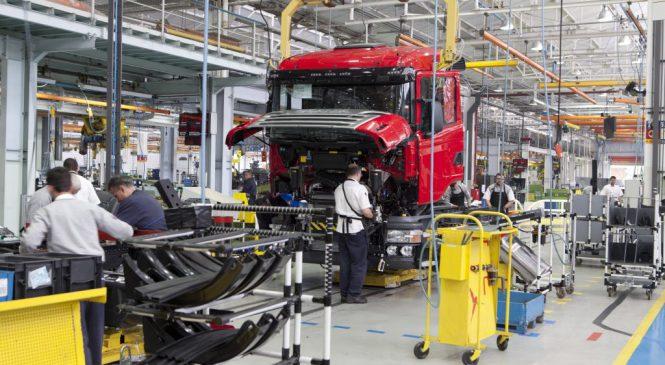Produção de caminhões em alta