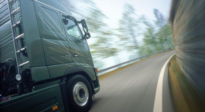 Vendas de caminhões pesados impulsionam o mercado
