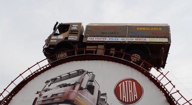 Recorde mundial: Caminhão Tatra 4×4 mostra toda sua monstruosidade em obstáculo surreal