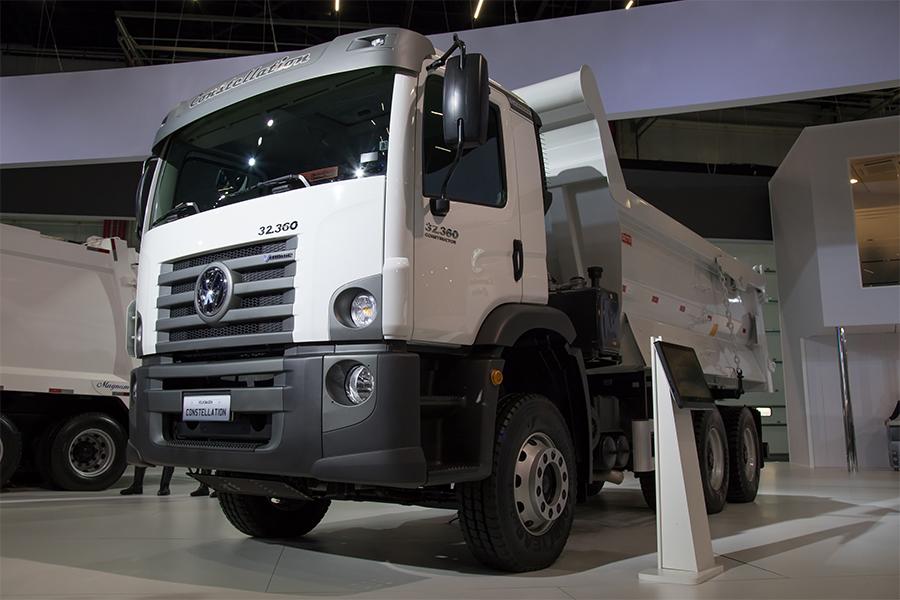VW Caminhões apresenta VW Constellation 32.360 V-Tronic para atender aos segmentos de construção civil e mineração