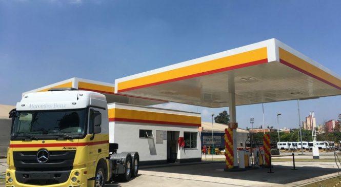 Raízen passa a fornecer combustível para caminhões na fábrica da Mercedes-Benz.