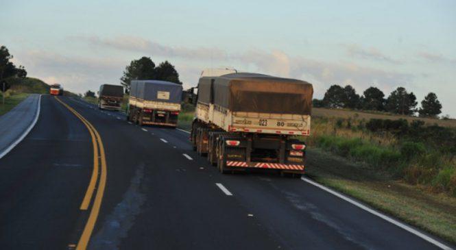 Não há excesso, mas falta de caminhão no Brasil