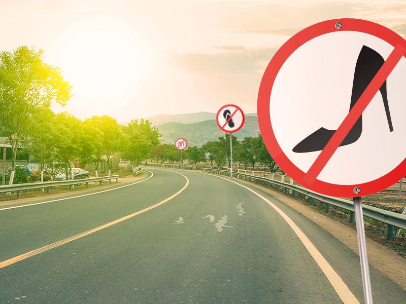 É permitido dirigir descalço, de chinelo ou de salto?