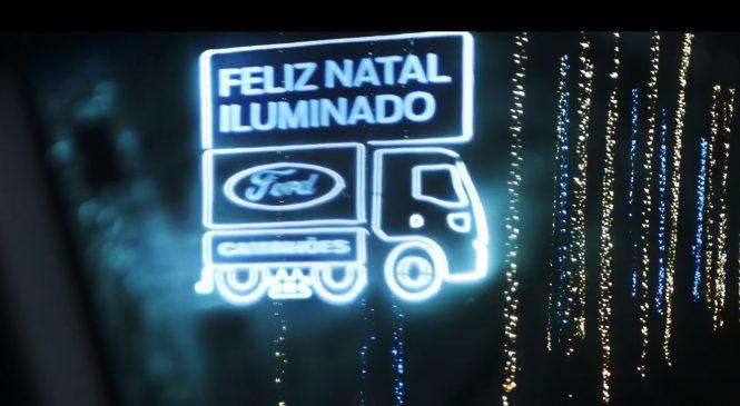 Ford homenageia caminhoneiros com estrada iluminada de Natal