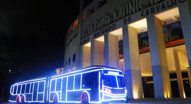 Ônibus iluminados começam a circular em São Paulo