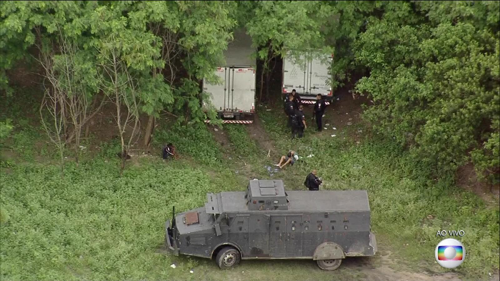 Polícia prende pelo menos dois homens