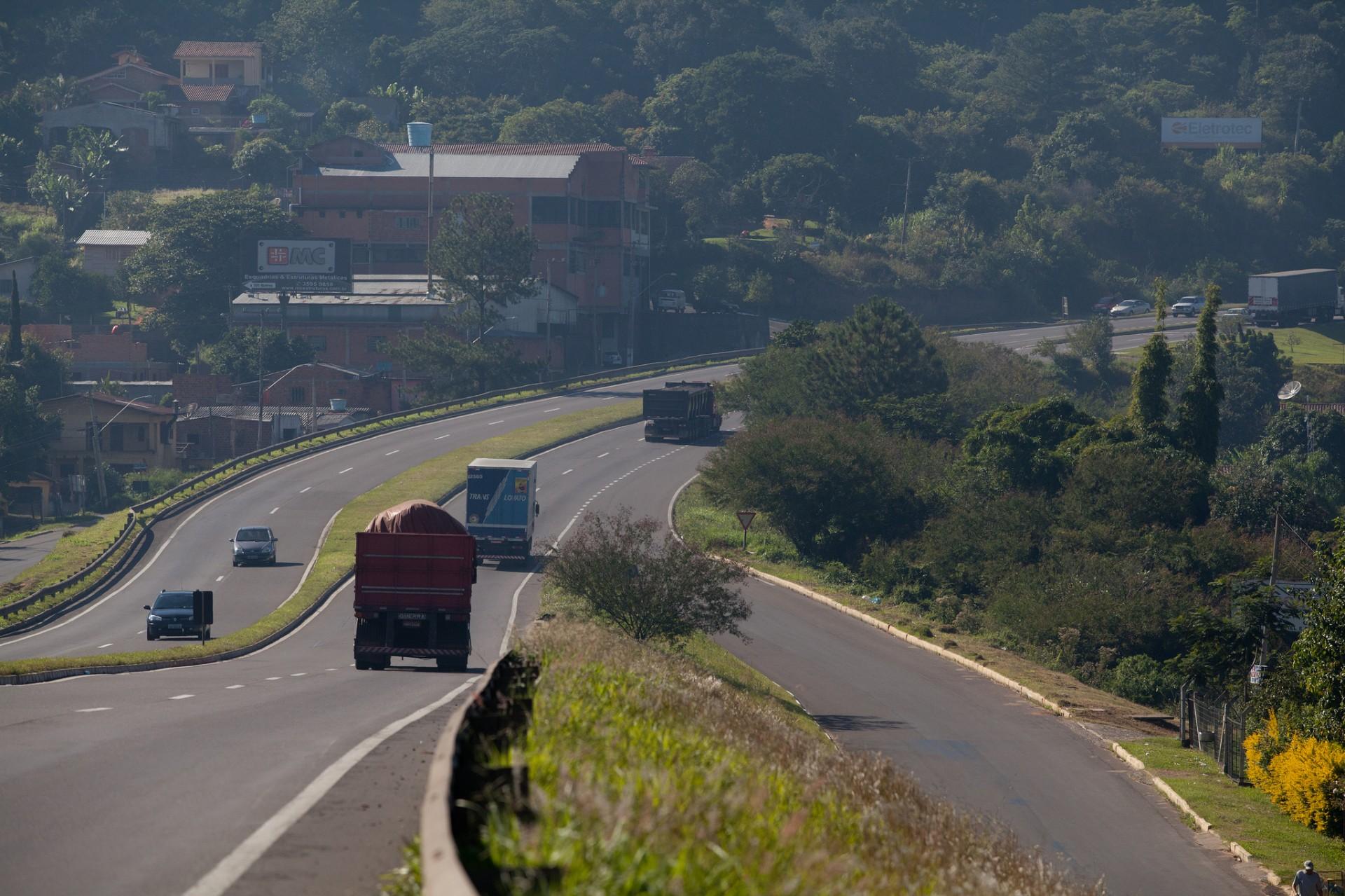 Daer institui novas normas para transporte de cargas em rodovias do RS