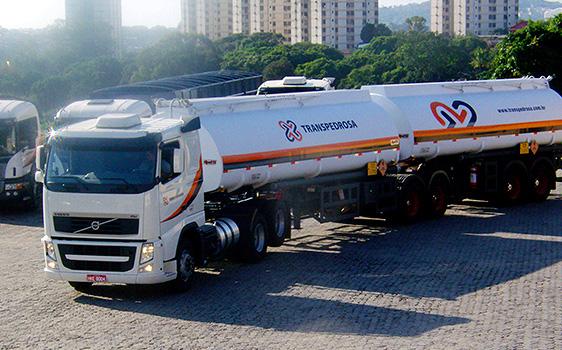 Transportadora Transpedrosa abre vaga para motorista carreteiro em MG