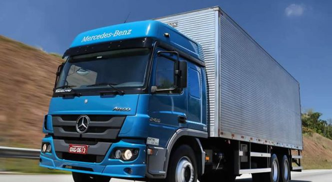 Atego comprova sua robustez e versatilidade na capital do caminhão Mercedes-Benz