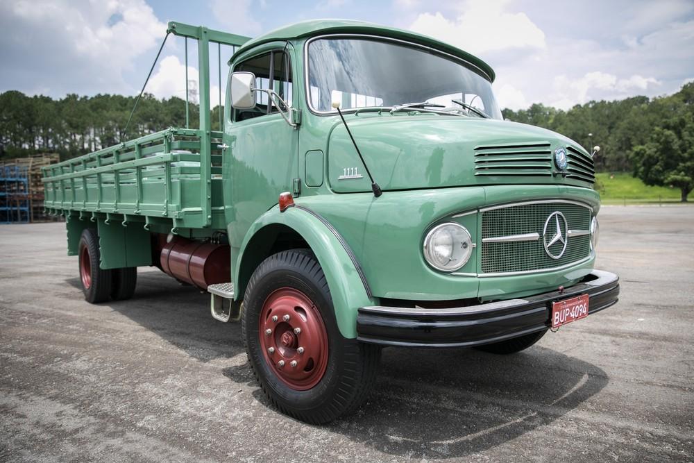 Como é dirigir um caminhão de 50 anos atrás