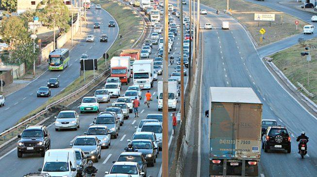 Restrição a veículos pesados no Anel Rodoviário deve começar até março, diz PBH