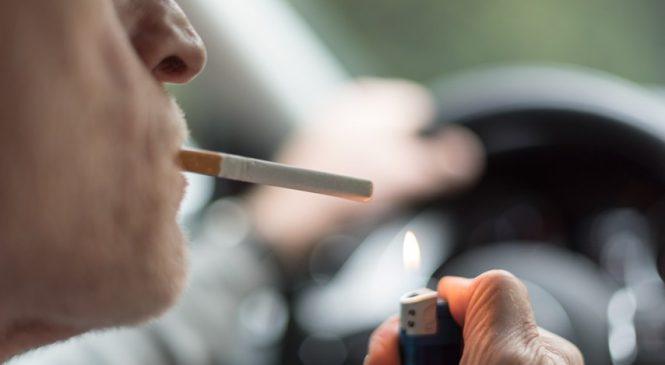 Projeto proíbe fumar em automóveis