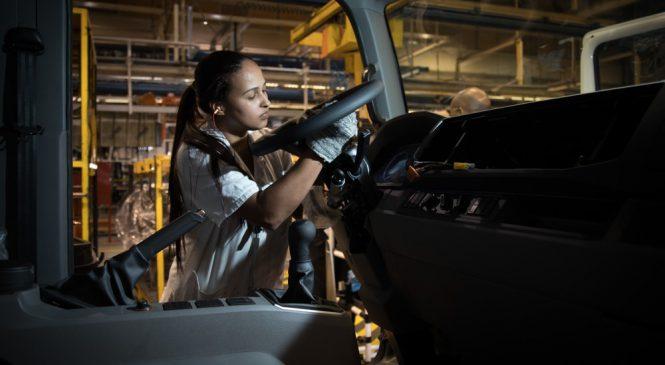 Produção de caminhões sobe 30% no ano