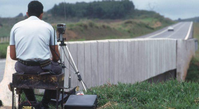 Policiais rodoviários com radares serão proibidos de se esconder