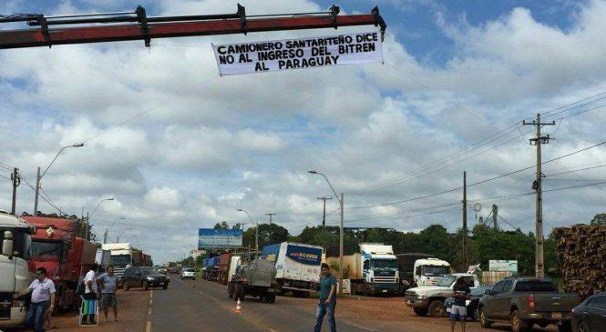 Caminhoneiros paraguaios fazem greve contra treminhões
