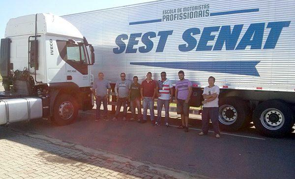SEST SENAT oferta 10 mil vagas do projeto Escola de Motoristas Profissionais