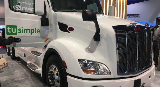 Caminhões autônomos da TuSimple, Peterbilt atraem atenção no CES show