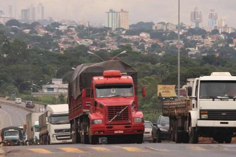 Caminhões de carga têm restrição de tráfego durante Carnaval