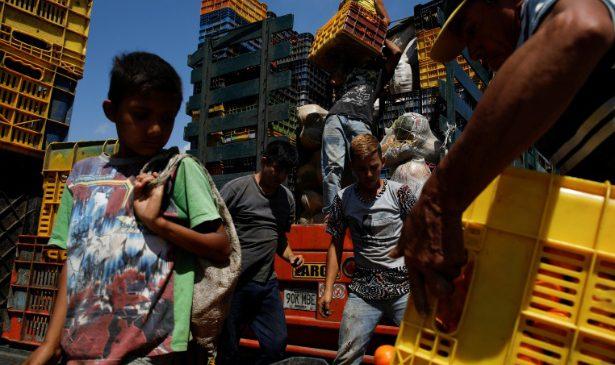 Com saques e roubos, dirigir caminhão na Venezuela vira uma das atividades mais perigosas