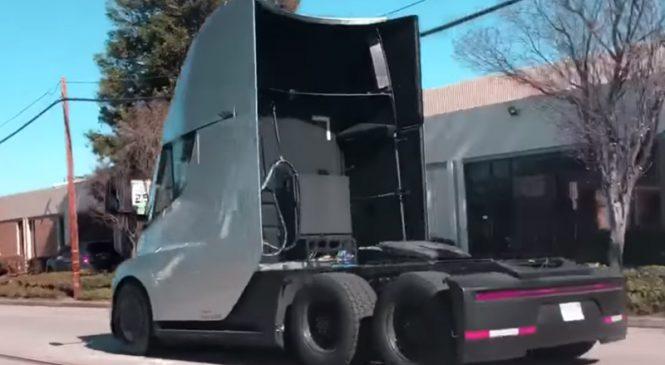 Youtuber flagra poder de arranque do caminhão elétrico Tesla Semi