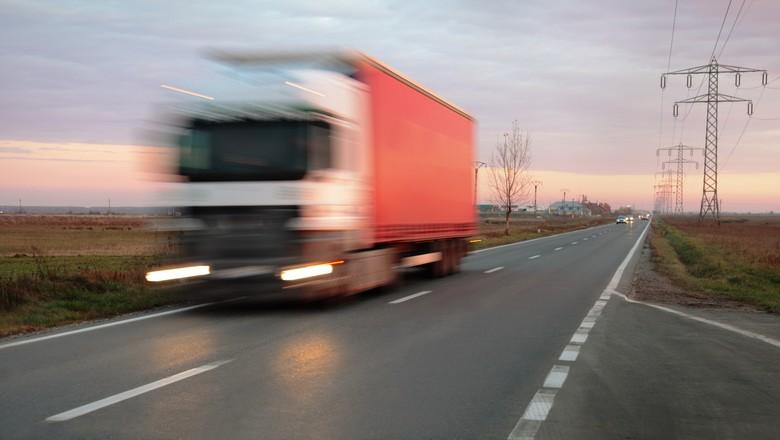 Transportadora deve recolher previdência para caminhoneiros autônomos