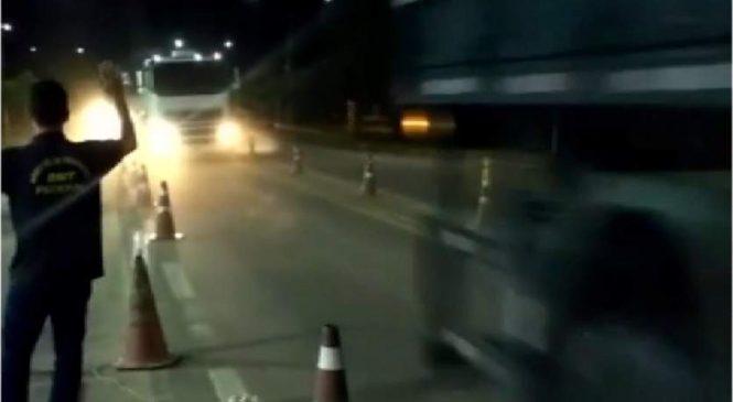 Caminhoneiros que furaram blitz no ES podem responder por tentativa de homicídio
