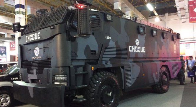 Blindado de 18 toneladas: saiba como é o caminhão do Choque da Polícia Militar de SP por dentro