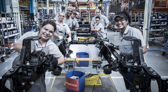 Mercedes-Benz contrata mais 330 colaboradores para áreas de produção em São Bernardo do Campo e Juiz de Fora