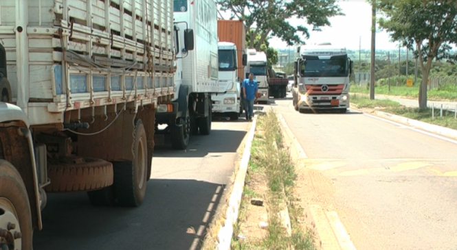 Caminhoneiros reclamam da demora no atendimento do Posto Fiscal