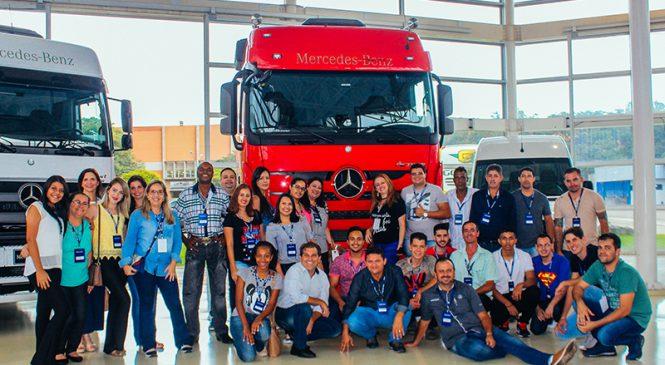 Colaboradores da Concessionária Irmãos Davoli conhecem a fábrica da Mercedes-Benz