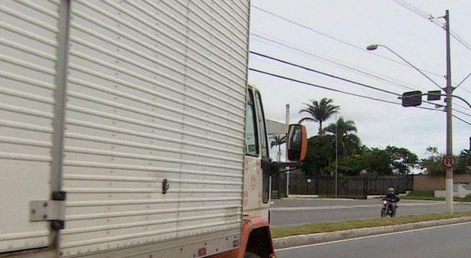 Em três meses, 250 caminhoneiros são multados por circular irregularmente em Jacareí