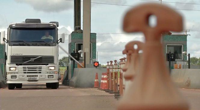 Mais de 200 motoristas são flagrados furando pedágio em rodovia de MT