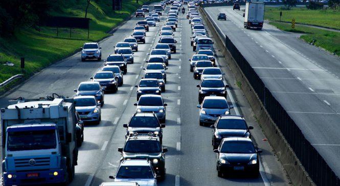 Cerca de 2 milhões de veículos devem deixar SP neste feriado de 1º de maio
