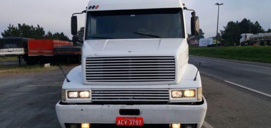 PRF prende caminhoneiro que adulterou placa para não pagar pedágio