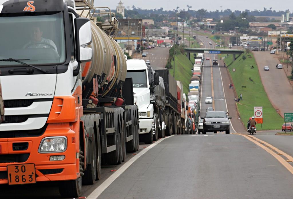 Ameaça de greve: caminhoneiros dão ultimato por redução do preço do diesel