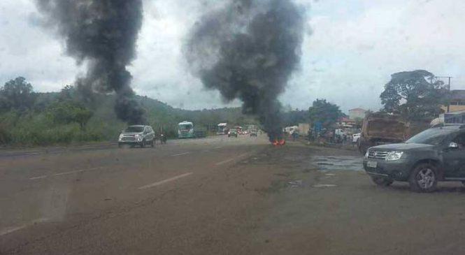 Caminhoneiros protestam contra preço do combustível nas BRs 040 e 381