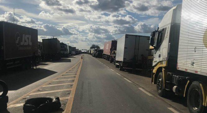Rotina e saudades de casa: veja histórias de caminhoneiros do DF nos protestos