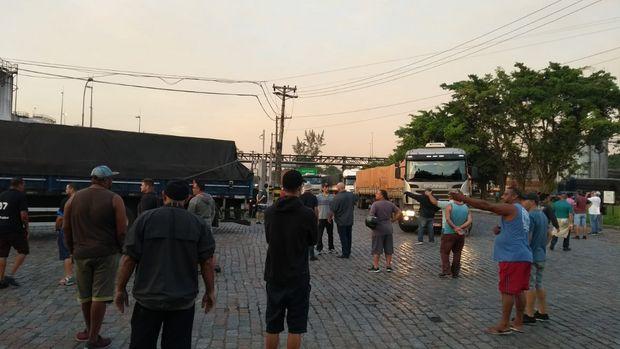Justiça proíbe caminhoneiros de fazer bloqueios em protesto nesta quarta